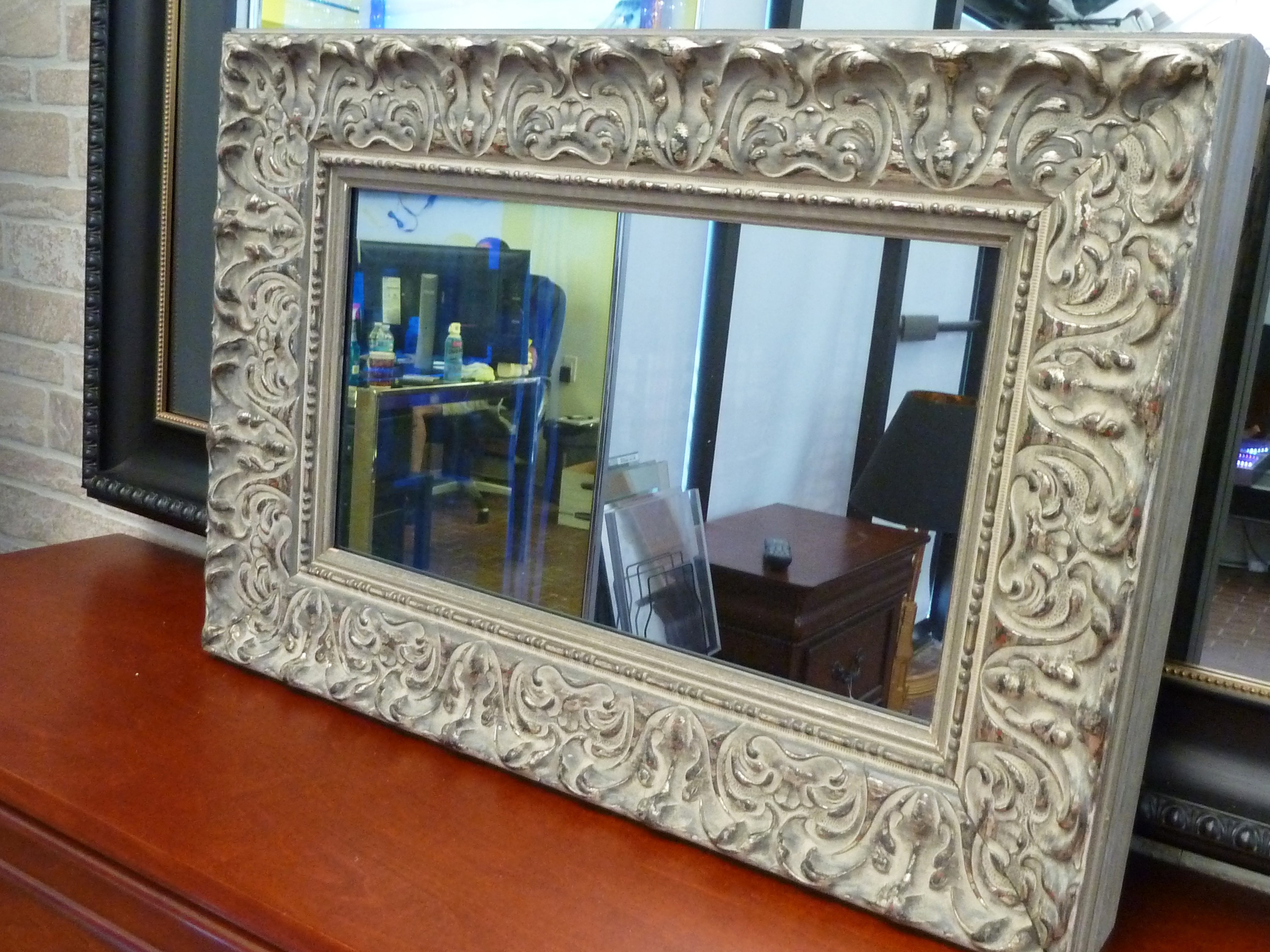 Hidden Television | Framed & Frameless Dielectric Mirror TV